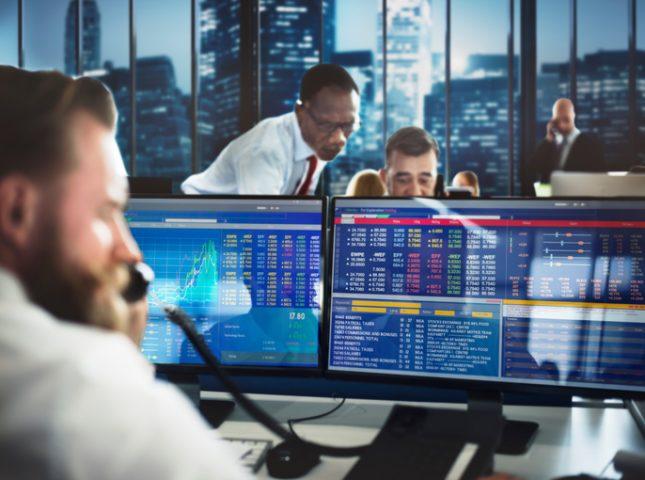 Broker and dealer in forex