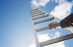 Cinco aptitudes básicas para ascender en el trabajo